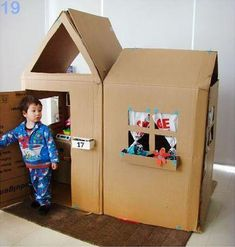 So if you have kids and you want to do some surprising for him/her you should make a beautiful diy cardboard playhouse. This not much expensive project you Cardboard Playhouse, Cardboard Crafts, Diy Playhouse, Cardboard Box Houses, Cardboard Tubes, Cardboard Furniture, Forts En Carton, Carton Diy, Diy Karton