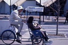 Description: Le Pedicab à l'Expo 67.  Photographe: Henri Rémillard Date: Avril-août 1967  Cote: P685,S2,D203,P024  Lieu de conservation: BAnQ Vieux-Montréal Bibliothèque et Archives nationales du Québec   Voir la notice complète