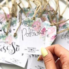 Wyjątkowe eko zawieszki na alkohol weselną wódkę (7516882914) - Allegro.pl - Więcej niż aukcje. Wedding Guest Book, Wedding Day, Wedding Shoes, Wedding Dresses, Weeding, Flowers In Hair, Rustic Decor, Hand Lettering, Wedding Invitations