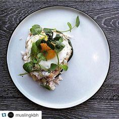 På bloggen kan du lige nu læse vores interview med køkkenchefen fra @muslingkbh - han mener bl.a at der er for mange gastronomiske analfabeter #foodie #fisk #skaldyr #restaurant #kbh #cph #foodie #instagram