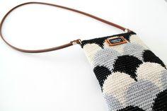 Lämmin ilo: Pieni Suomu-laukku Tapestry Crochet Patterns, Crochet Motif, Crochet Doilies, Knit Crochet, Diy Bags Purses, Tapestry Bag, Basket Bag, Knitted Bags, Crafts To Do
