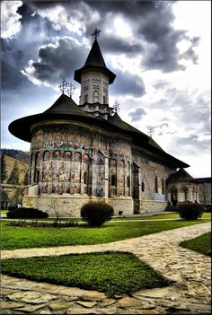 Sucevita Monastery, Bucovina, Romania The monastery has been inscribed by UNESCO on its list of World Heritage Sites, as one of the Painted churches of Moldavia in 2010 Bósnia E Herzegovina, Romania Travel, Bucharest Romania, Amazing Buildings, Beautiful Castles, Place Of Worship, Eastern Europe, Montenegro, World Heritage Sites