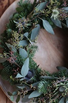 Wreath with nobilis and eucalyptus Christmas Owls, Christmas Ornament Crafts, Primitive Christmas, Christmas Is Coming, Christmas Projects, Christmas Time, Christmas Wreaths, Christmas Decorations, Xmas