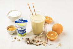 Sommer ist, was dein Gaumen erlebt. Probiere den Mix aus fruchtiger Orange, cremigem nöm Naturjoghurt und würzigem Kurkuma. 1001 Nacht to go. #curcuma #drink #curcumasmoothie #healthy #smoothie #joghurtsmoothie Glass Of Milk, Smoothie, To Go, Orange, Drinks, Food, Turmeric, Yogurt, Summer Recipes