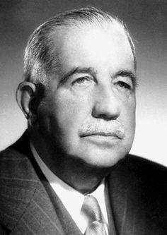 Léon Henri Jouhaux est un syndicaliste français, né à Paris (XVe) le 1er juillet 1879 et mort à Paris (XIIe) le 28 avril 1954. Président du conseil économique et social à partir de 19472 vice-président du Bureau international du travail, vice président de la Confédération internationale des syndicats libres (CISL), il reçoit en 1951 le prix Nobel de la paix.