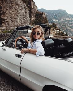 Vintage Motorcycles Muscle Style Spotlight: 5 reasons to put fashion influencer and photographer Vivian Hoorn on your watch list Retro Cars, Vintage Cars, Auto Girls, Alfa Romeo Spider, Cow Girl, Car Wheels, Vintage Motorcycles, Car Photography, Mode Style
