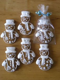 Gingerbread snowmen decorated iced Christmas / winter cookies~ absolutely adorab… – Valentine's Day Snowman Cookies, Gingerbread Man Cookies, Christmas Gingerbread House, Iced Cookies, Christmas Sweets, Noel Christmas, Holiday Cookies, Christmas Baking, Gingerbread Houses