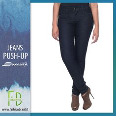 Jeans push-up brasiliani vita alta modella pancia. Tasche anteriori finte, tessuto morbido e comodo. Applicazioni su tasche posteriori, chiusura anteriore con 1 bottone. Effetto push up garantito. Acquista ora: fashionbrasil.it #jeanspushup #denim #jeans #jeansonline #jeansmodellanti #fashionbrasil #sawary