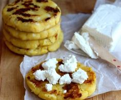 Arepas de Choclo or Chócolo are absolutely my favorite arepas. I would eat them every day if I could. These traditional and popular Arepas from the Andean Popular Recipes, My Recipes, Mexican Food Recipes, Cooking Recipes, Favorite Recipes, Kitchen Recipes, My Colombian Recipes, Colombian Food, Guatemalan Recipes