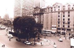 A Praça do Patriarca começou a ser construída em 1912, quando um decreto municipal declarou a área em frente a Igreja Santo Antônio de domínio público. / Mônica Zarattini/ Estadão