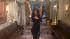 Emeraude as Izzy on set
