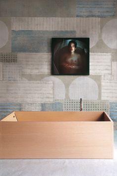 Amazing #Bathroom with geomteric #Wallpaper http://rilane.com/bathroom/15-visually-superb-bathrooms-with-geometric-wallpaper/