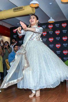 With Varun Dhawan and Madhuri Dixit, Alia Bhatt Promote 'Kalank' beautiful in pastel anarkali. Shadi Dresses, Indian Gowns Dresses, Punjabi Dress, Lehnga Dress, Dress Indian Style, Indian Outfits, Indian Attire, Churidar, Salwar Kameez