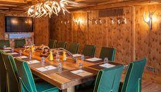 """#GolfResortAchental   #Restaurants #Bars - So komfortabel wie """"dahoam"""". Die individuell eingerichtete #Jagdstube mit direktem Zugang zur #Sonnenterrasse ist der ideale Ort für #Tagungen und #Feiern im intimeren Kreis. Die stilvolle Rundumvertäfelung aus #Zirbenholz sorgt für ein duftendes und wohnliches #Ambiente - Da fühlt man sich fast wie Zuhause. #Hotel #Hotels #Bayern #Chiemgau #Chiemsee #ChiemseeHotel"""