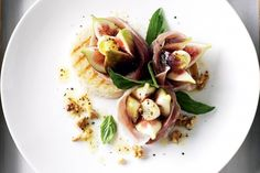 Turn fresh ingredients into delicious edible art with this fig and prosciutto salad recipe. Check out the recipe wine match from Matt Skinner below. Fig Recipes, Italian Recipes, Salad Recipes, Cooking Recipes, Healthy Recipes, Keto Recipes, Healthy Food, Yummy Food, Prosciutto Appetizer
