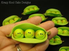 Peas In A Pod Cupcake Toppers.(these adorable peas in their pod would make anything cute! Two peas for twins Fondant Cake Toppers, Fondant Figures, Fondant Cupcakes, Fondant Icing, Cupcake Toppers, Cupcake Cakes, Clay Figures, Mini Cakes, Frosting