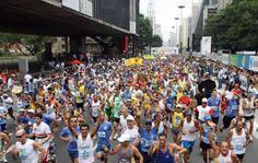 Dezenas de botucatuenses já estão em São Paulo para mais uma São Silvestre -     A Corrida Internacional de São Silvestre, que acontece tradicionalmente no dia 31 de dezembro, é famosa por atrair milhares de atletas do Brasil e do exterior. São milhares de anônimos que fazem uma grande festa pelas ruas de São Paulo. Há também o contraste com os melhores fundistas  - http://acontecebotucatu.com.br/esportes/dezenas-de-botucatuenses-ja-estao-em-sao-paulo-par