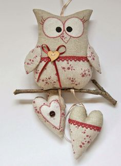 Ideas and Decor Owl Crafts, Cute Crafts, Diy And Crafts, Arts And Crafts, Fabric Crafts, Sewing Crafts, Sewing Projects, Felt Owls, Owl Pillow