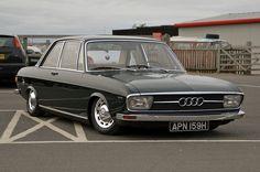 Audi 100LS wat een heerlijke auto was dit toch mede dankzij de automaat.