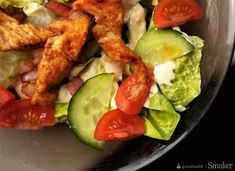 Prosta sałatka z kurczakiem oraz sosem cezar. Chicken, Food, Essen, Meals, Yemek, Eten, Cubs