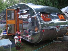 Shiny Vintage Camper Trailer-- I kind of like Old Campers, Vintage Campers Trailers, Retro Campers, Vintage Caravans, Camper Trailers, Happy Campers, Camping Con Glamour, Auto Retro, Camper Caravan