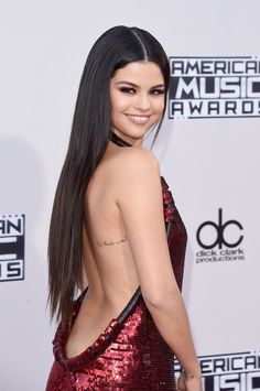Selena Gomez attends the American Music Awards / November 22nd, 2015