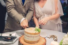 Casamento Filipa e Frederico - Momentos com Design Vanilla Cake, Birthday Cake, Desserts, Wedding, Food, Design, Valentines Day Weddings, Tailgate Desserts, Birthday Cakes