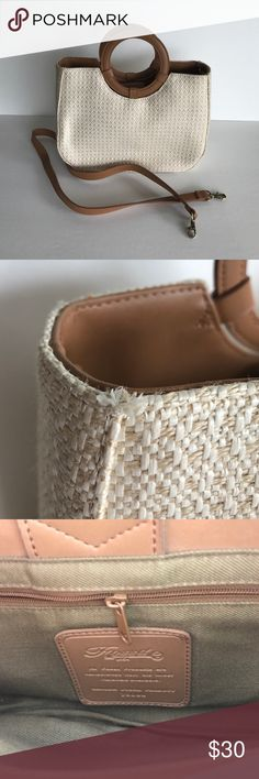 """✳️New Listing✳️Fossil Straw bag Beautiful like new Straw Fossil. Has tiny pull as shown in picture, still a great bag! Smoke free home  Purse measurements   Length: 11 1/2"""" Width: 4"""" Depth: 9"""" Drop: 3"""" Fossil Bags"""