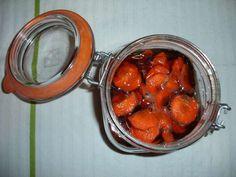 Para+preparar+este+remédio+caseiro:+Corte+1+cenoura+média+em+rodelas+finas+e+coloque+num+frasco+de+vidro+de+gargalo+largo.+Junte+2+colheres+de+sopa+de+açúcar+amarelo,+2+colheres+de+sopa+de+mel+de+abelhas+e+sumo+de+meio+limão.+Deixe+repousar+durante+un+dia+e+depois+está+…