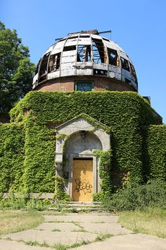 The abandoned Warner and Swasey Observatory of Cleveland Abandoned Castles, Abandoned Mansions, Abandoned Houses, Abandoned Places, Cleveland Ohio, Columbus Ohio, Cincinnati, Desert Places, Christmas Farm