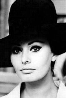 Sophia Loren - One of the 4 most beautiful women of Hollywood. Divas, Timeless Beauty, Classic Beauty, Iconic Beauty, Top Beauty, Classic Fashion, Dark Beauty, Beauty Art, Trash Film