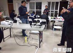 nice 網傳總統啟燈空拍機闖入 遭維安人員擊落沒收 網友傳出空拍機闖台灣燈會,危及總統安全,被擊落沒收。民眾提供 http://taiwanese.moe/archives/601626 Check more at http://taiwanese.moe/archives/601626