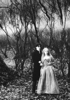 Christina Ricci & Johnny Depp (Sleepy Hollow) Tim Burton. Photo Mandalay Pictures-Scott Rudin & American Zoetrope.