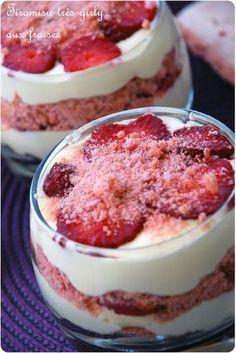 Tiramisu aux fraises et biscuits roses