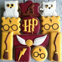 12 Harry Potter Cookies - The Art of the Cookie Baby Harry Potter, Harry Potter Baby Shower, Harry Potter Motto Party, Harry Potter Fiesta, Harry Potter Birthday Cake, Harry Potter Theme Cake, Harry Potter Desserts, Harry Potter Treats, Gateau Harry Potter