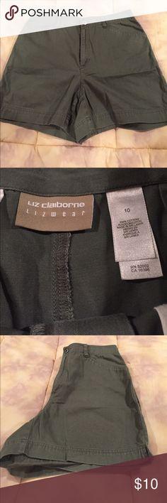 HW Liz Claiborne Liz Wear Shorts Liz Wear Green Khaki Shorts Liz Claiborne Shorts