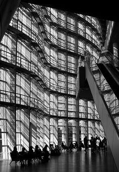 The National Art Center, Tokyo, Japan: designed by Kisho KUROKAWA 国立新美術館 黒川紀章設計