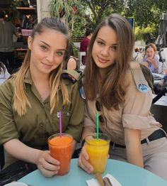 Here we share a new collection of ARMY WOMEN in and out of uniform. These are the 77 beautiful ARMY WOMEN looking gorgeous without uniform. Idf Women, Military Women, Israeli Female Soldiers, Israeli Girls, Military Girl, Girls Uniforms, Girls Rules, Looking For Women, Beautiful Women