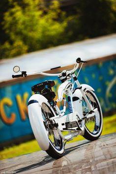 Cruiser bike accessories motorcycles 39 Ideas for 2019 Beach Cruiser Bikes, Cruiser Bicycle, Motorized Bicycle, Cool Bicycles, Cool Bikes, Cruiser Bike Accessories, E Mountain Bike, Push Bikes, Lowrider Bike