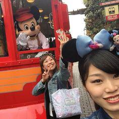 瞬きをするミッキーとのツーショット写真をインカメで撮ってたとこをゆうちゃんに撮られてたでござるのまき #USA #LA #mickeymouse #train #cute #Californiaadventurepark #California #disneyland #09MAY2016 by 39.jiji