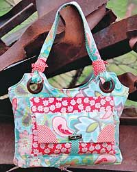 Sweet Pea Everyday Tote Pattern by Kati Cupcake - love the grommets and the organizational pockets inside!
