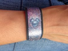 Great tutorial on how to decorate your Magic Band.