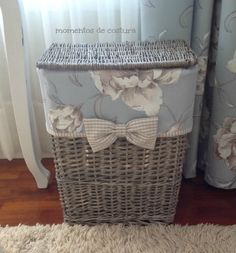 Momentos de Costura: Detalles decorativos Diy Storage, Storage Baskets, Baskets On Wall, Car Part Furniture, Wicker Furniture, Upcycled Home Decor, Diy Home Decor, Blue And White Style, Homemade Home Decor