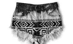 Sharpie & Bleached Shorts ~ turn old denim into cut off shorts with a fun aztec pattern. First cut your denim at the appropriate length (or use existing shorts), and dip dye beach. Once the material is dry again, start drawing your patterns on the denim. Diy Jeans Shorts, Hotpants Jeans, Tribal Shorts, Shorts Sale, Jean Shorts, Cutoffs, Boho Shorts, Arte Sharpie, Diy Clothing