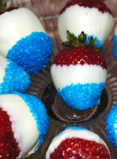 Recipe for Patriotic Strawberries - These strawberries are super cute, easy to make up, and will let you celebrate your 4th with pride.