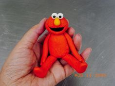 Fondant Elmo cake topper