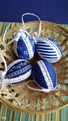 Easter Egg Designs, Easter Projects, Faux Painting, Egg Shape, Easter Eggs, Carving, Fancy, Shapes, Christmas Ornaments