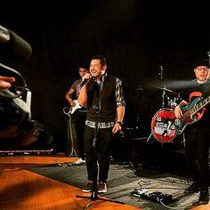 En Enlace con Señales!. #SBS #Señales #EnlaceTV #LaEstazion #Live #Enjoy #Television #Jovenes #music #rock #Electronica #ElectroRock #bass #Lakland #guitar #drums #drummers #voice #Voz #aguilar #Agradecido #Studio #DiosFiel #good #times #recording #EnVivo
