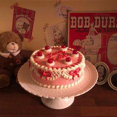 """베니케이크 Benny Cake on Instagram: """"늦은밤에 새로운 메뉴 테스팅😋 배부르다🐷🐷 #베니케이크 #bennycake #빈티지케이크 #레터링케이크 #생일케이크 #홍대카페 #홍대케이크 #cake # #ケーキ"""" Pretty Cakes, Cute Cakes, Cute Food, Yummy Food, Foundant, Cute Birthday Cakes, Tumblr Food, Tiny Food, Cute Desserts"""