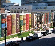 Kansas City Public Library, MO = Há um tempo em que é preciso abandonar as roupas usadas, que já tem a forma do nosso corpo, e esquecer os nossos caminhos, que nos levam sempre aos mesmos lugares. É o tempo da travessia: e, se não ousarmos fazê-la, teremos ficado, para sempre, à margem de nós mesmos.Fernando Pessoa Livros nos fazem mais livres!